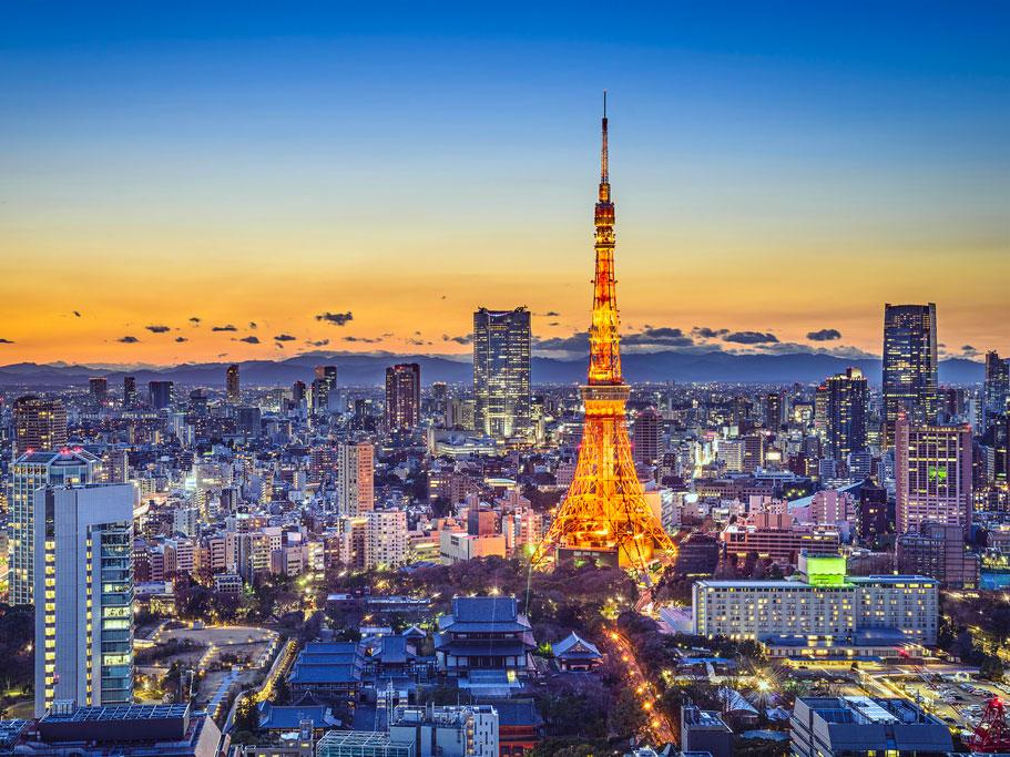 city skyline of Tokyo at dusk
