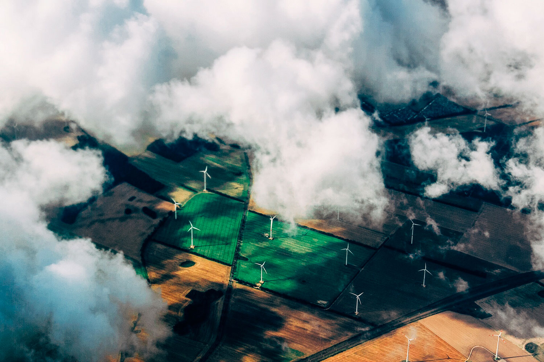 農場の風力タービン